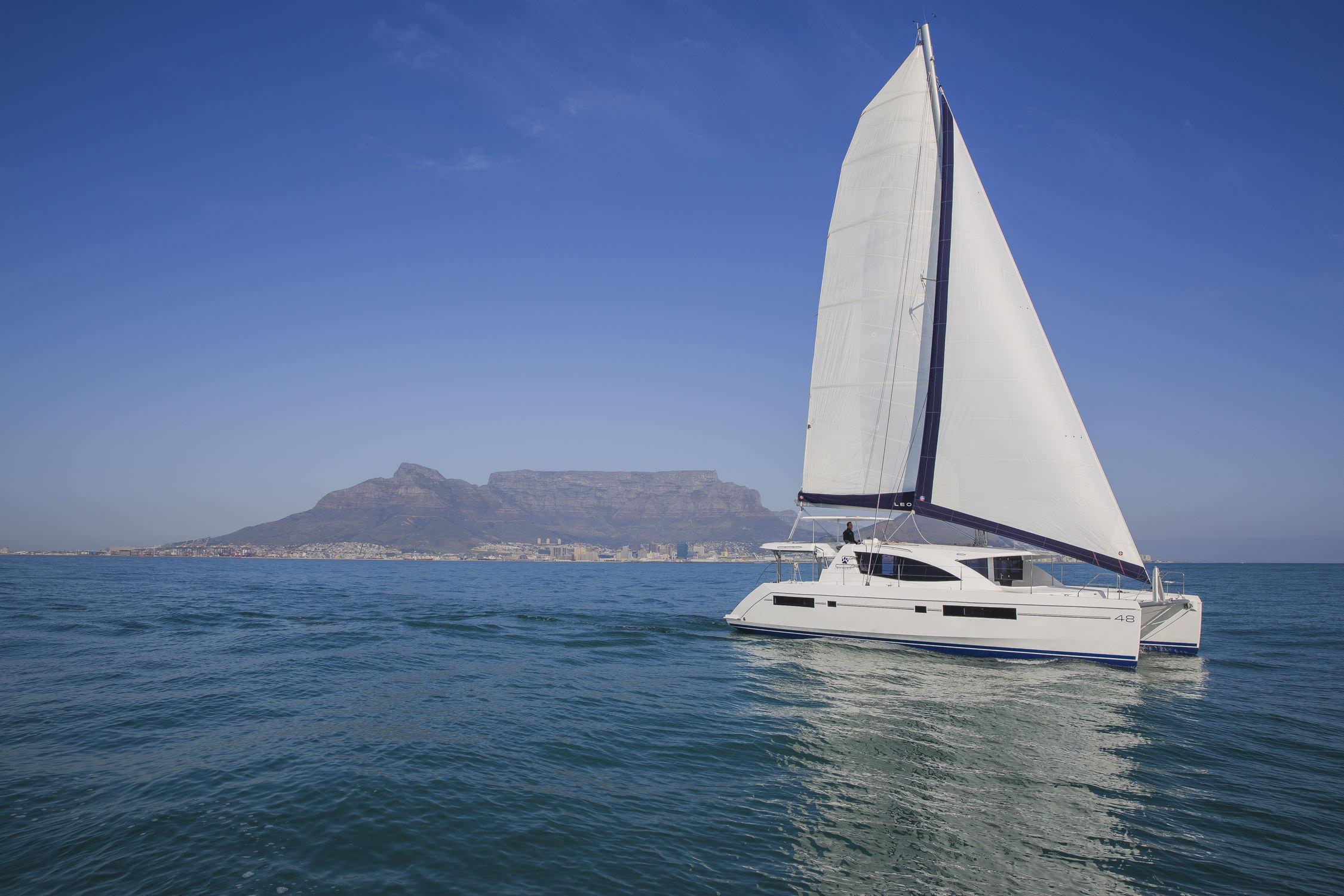 参加Spiridakos公司乘坐游艇的活动