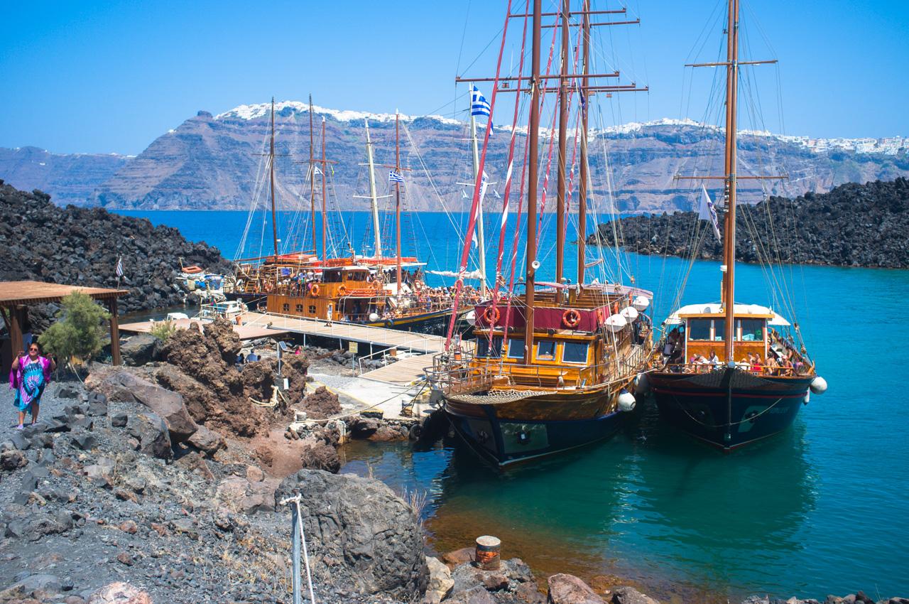 参加圣托里尼岛Dakoutros Travel公司的火山和温泉活动