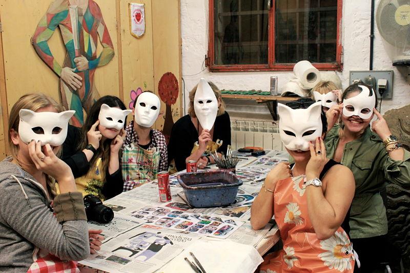 参加威尼斯手工面具制作课程