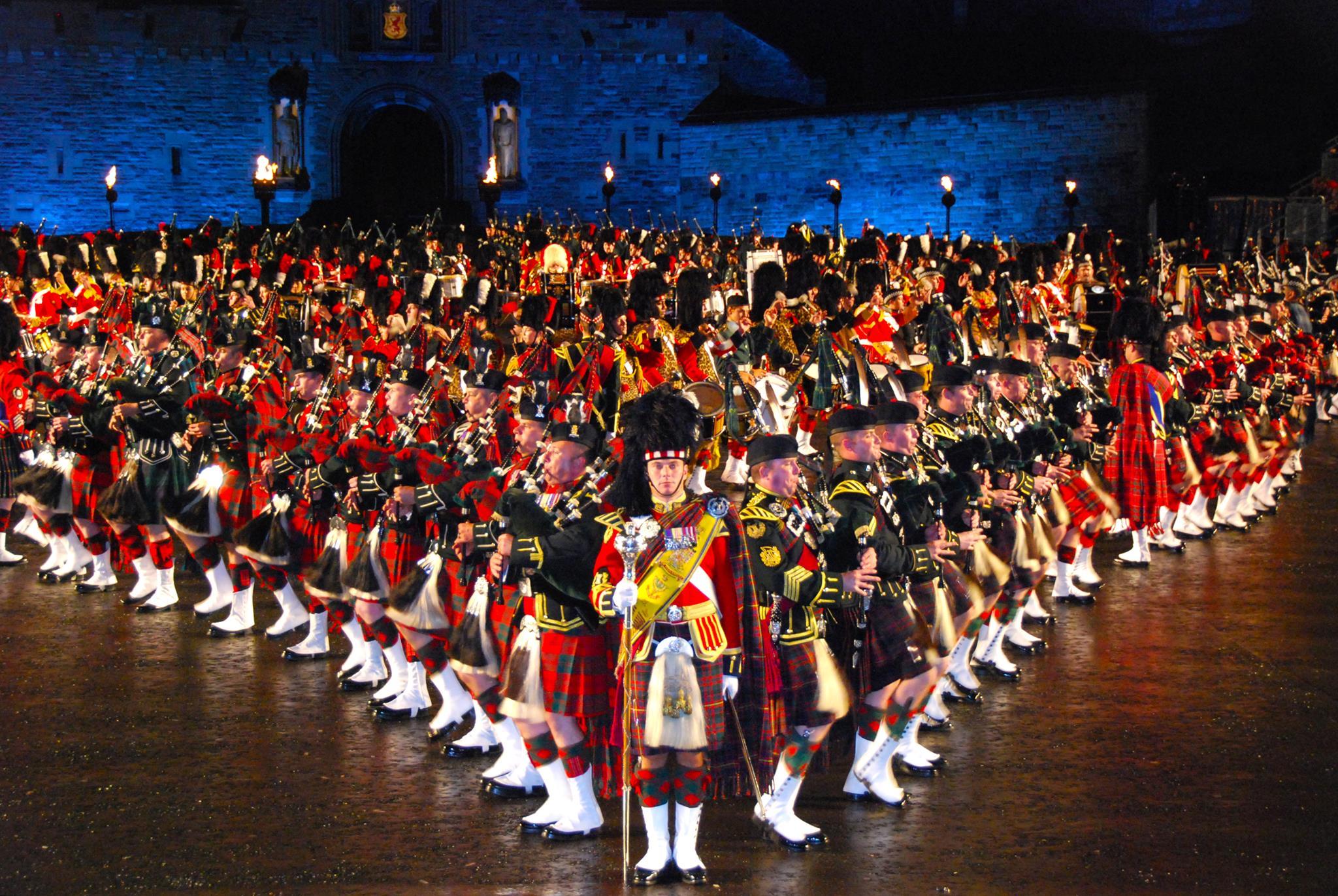 看爱丁堡军乐表演,体验全球顶尖乐队震撼表演