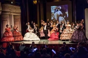在罗马欣赏歌剧《茶花女》