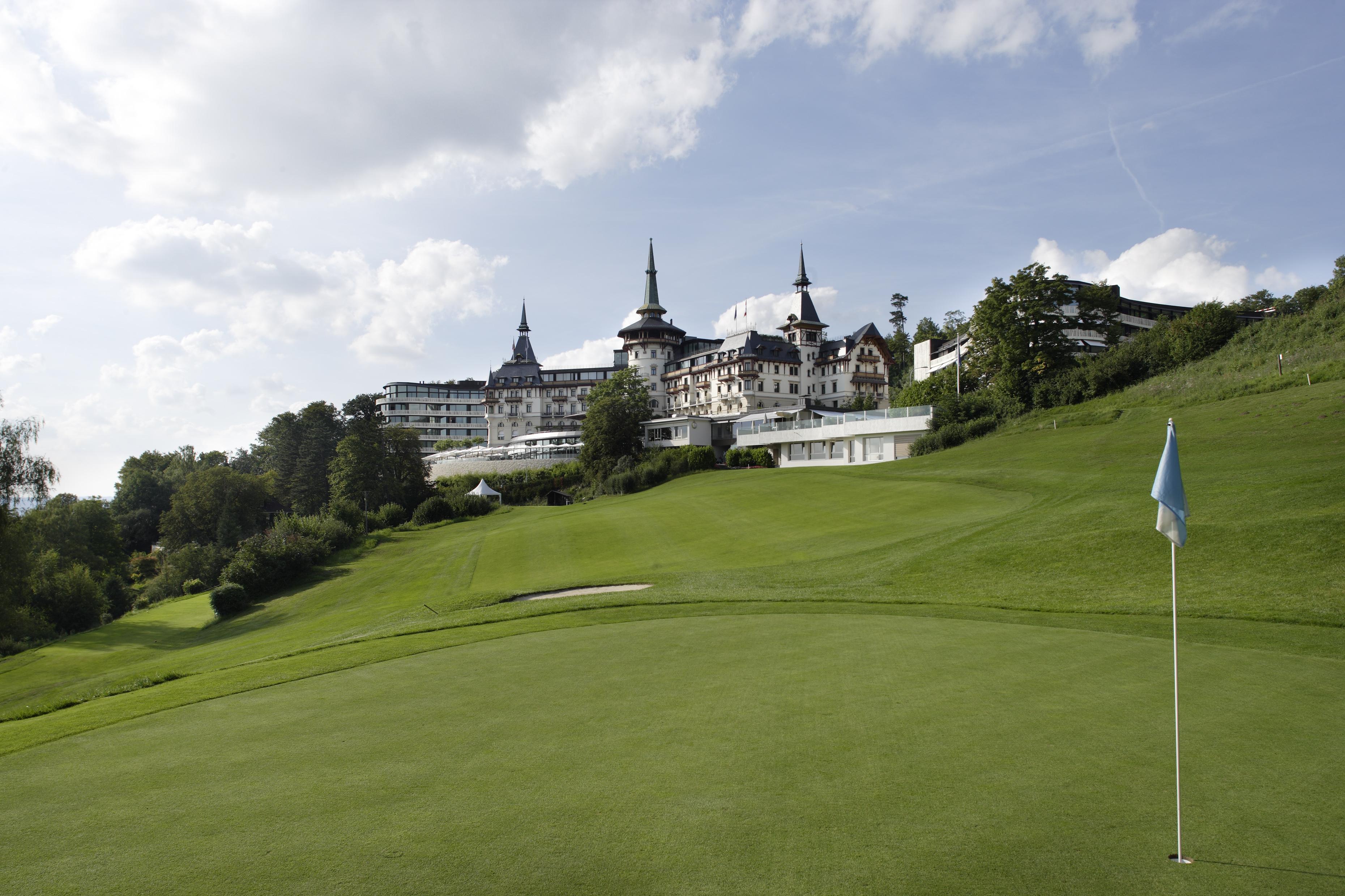 在Dolder Golf Club Zurich打高尔夫球
