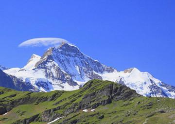 瑞士 眺望欧洲之巅 少女峰一日游 (登山齿轮小火车+苏黎世往返)